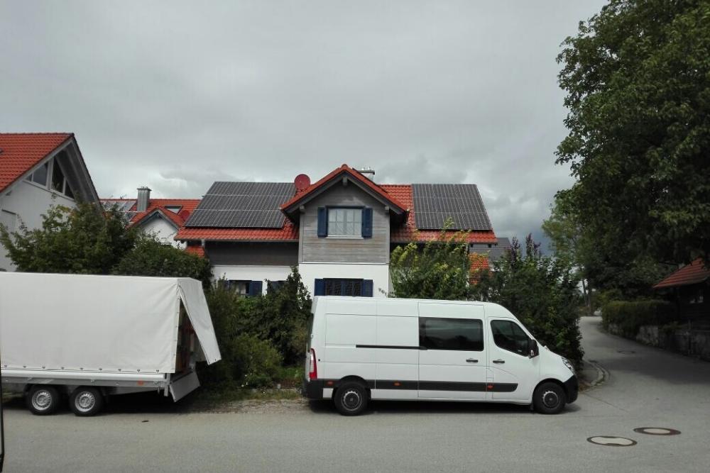 frontansicht_haus_solarmodule_muenchen