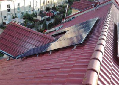 dach_kleine_photovoltaikanlage_befestigung
