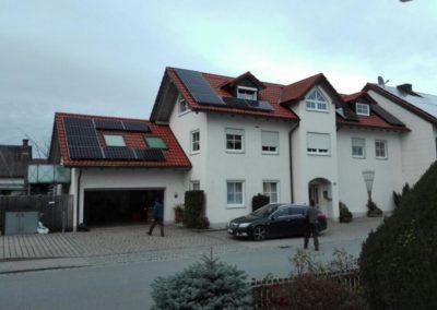 referenzfoto haus und garage solarmodule