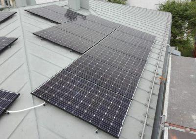 beispielbild photovoltaikmodule metaldach