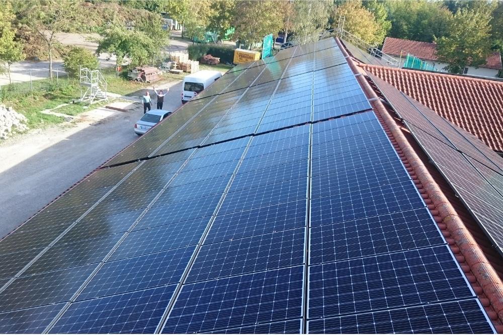 gewerbegebaeude_dach_solaranlage_muenchen