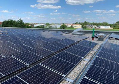 flachdach_schule_photovoltaikanlage