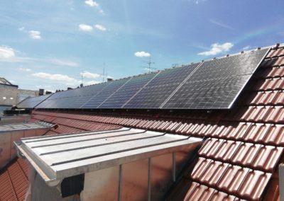 dachaufnahme_photovoltaikmodule_hohe_dachschraege